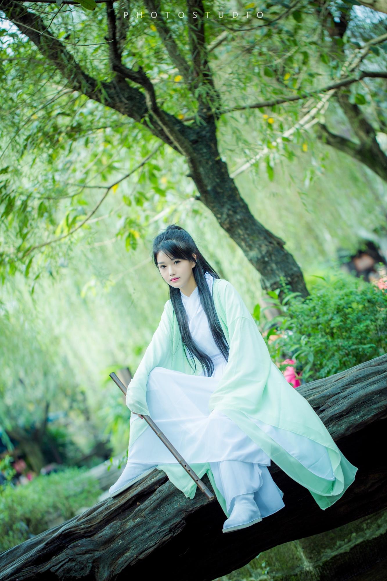 guzhuangmeinv01.jpg